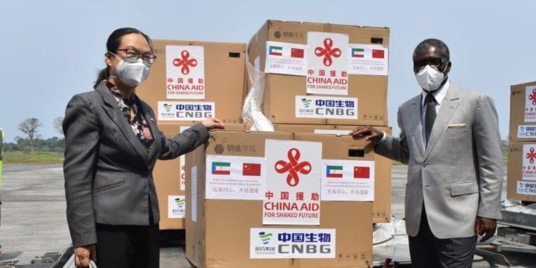Llega a Guinea la vacuna contra la covid donado por china