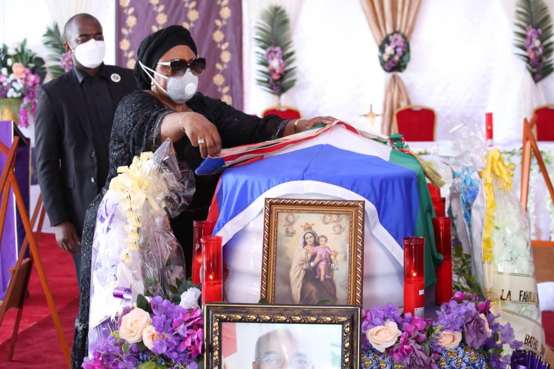 Los restos mortales del Senador Batho Obama Nsue Mengué reciben la sepultura en su poblado natal