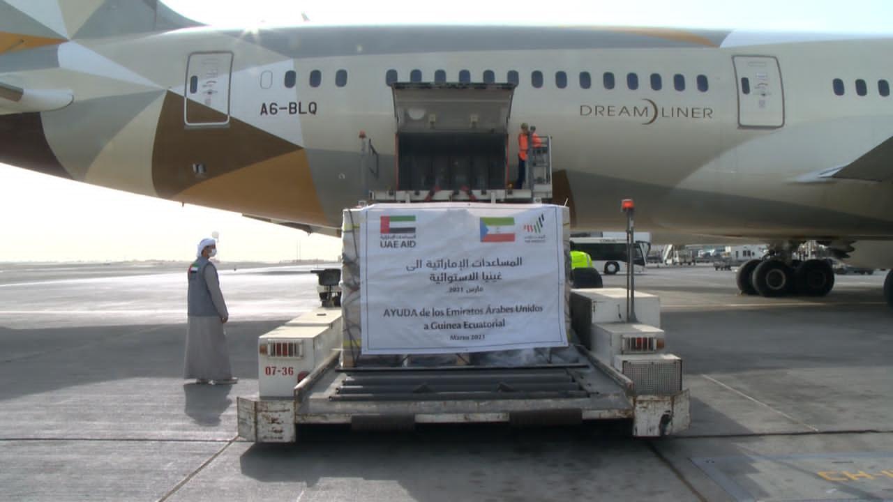 Emiratos Árabes Unidos envía alimentos de emergencia y ayuda médica para los damnificados de Bata