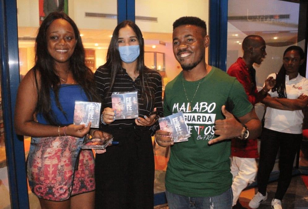 """Entrevista con el artista Mr. GAME MBÁ: """"tanto ricos, pobres, africanos, asiáticos, europeos cristianos, etc, todos tenemos Fe en Dios y Fe en el dinero"""""""