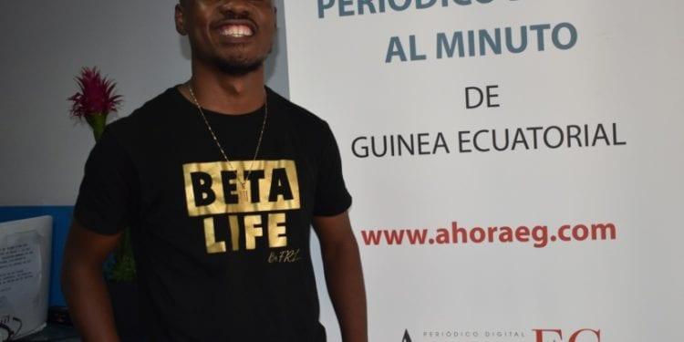 """Entrevista con el artista Mr. GAME MBÁ: """"tanto ricos, pobres, africanos, asiáticos, europeos cristianos o ateos, todos tenemos Fe en Dios y Fe en el dinero"""""""