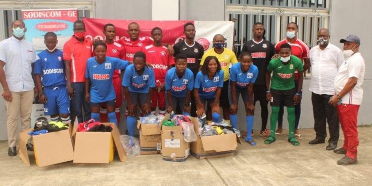 Cinco equipos de la liga nacional se benefician de prendas deportivas donadas por la firma SODISCOM