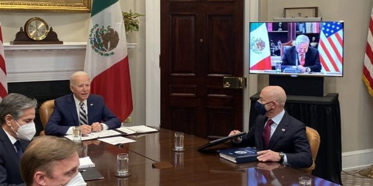 Biden y López Obrador analizan la cooperación en migración y desarrollo económico en su primera reunión