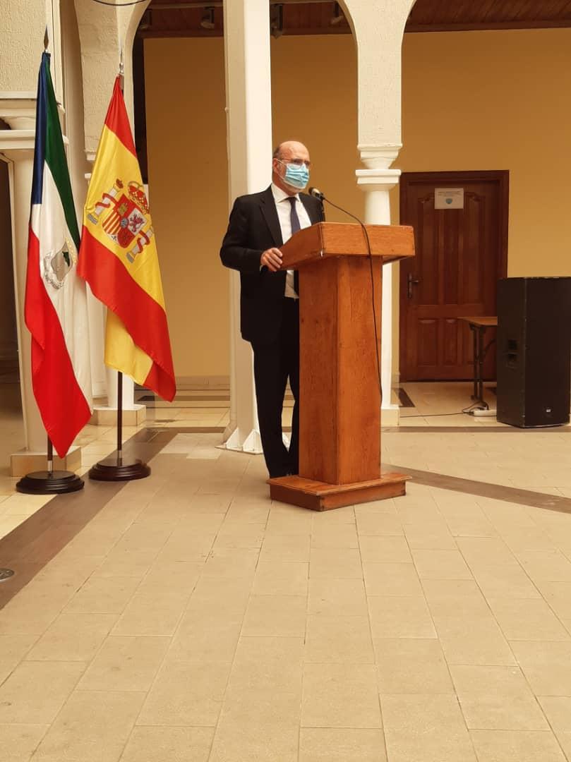 """La embajada de España y el ministerio de Cultura inauguran en Malabo la exposición """"escritoras en mi barrio"""""""