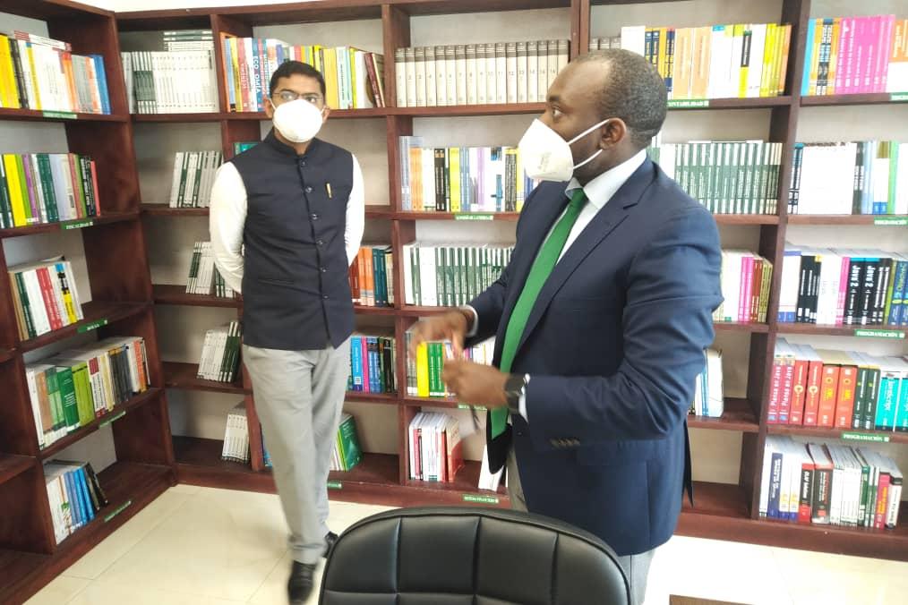 El Embajador de la India visita las instalaciones de BANGE Business School