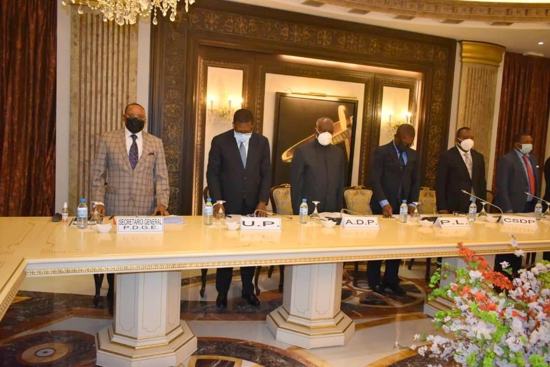 El Presidente de la República se reúne con los líderes de la coalición democrática