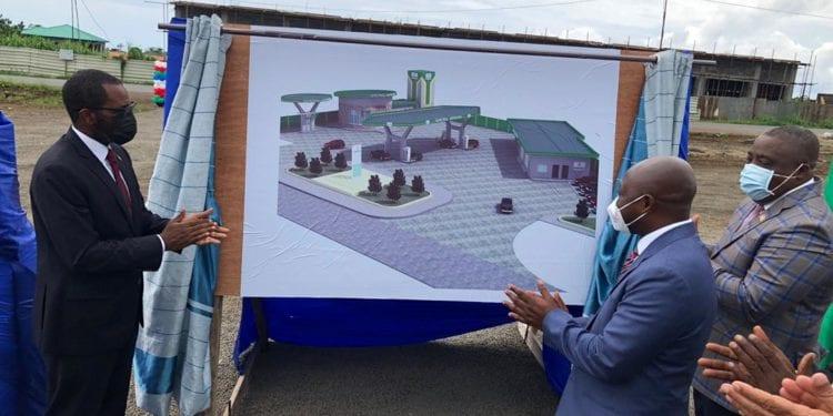 GEPetrol Servicios: Puesta de primera piedra de la construcción una gasolinera en Sampaka