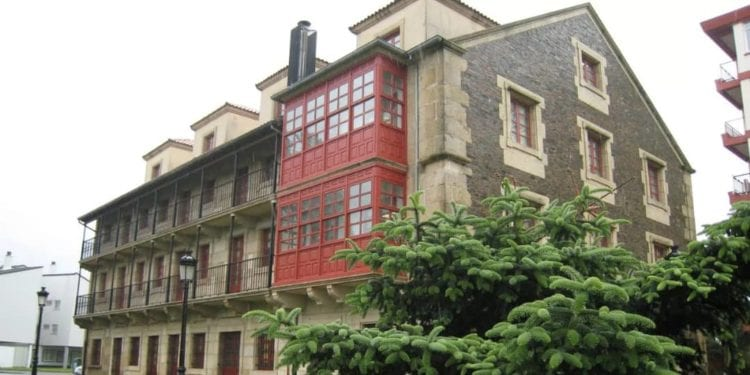 La Facultad de Humanidades y Documentación de Ferrol (España) lanza una campaña de recogida de libros para Guinea Ecuatorial