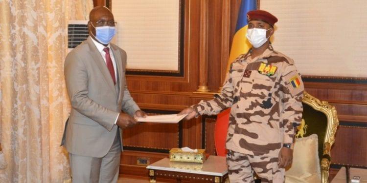 El ministro de Asuntos Exteriores ecuatoguineano se reúne con el Presidente de Transición de Chad
