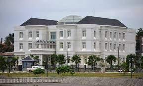 Los empleados del Ayuntamiento de Bata llevan 7 meses sin cobrar