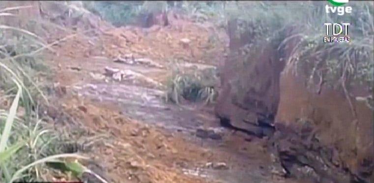 Un deslizamiento de tierra de hasta 3m sorprende a los vecinos de Nkoantoma-Bata