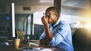 Más de 700.000 personas mueren al año por largas jornadas laborales