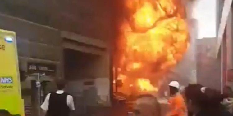 Gran Explosión en una estación de tren en Londres