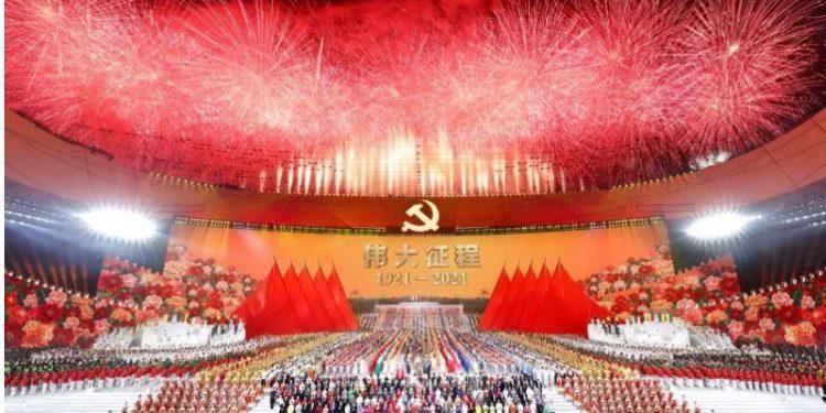 Xi Jin Ping condecora a los héroes del silencio del Partido Comunista de China