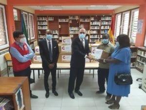 La embajada de España en Malabo dona libros a la Casa de Cultura de Baney