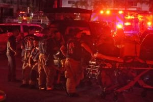 Bomberos durante las operaciones de rescate