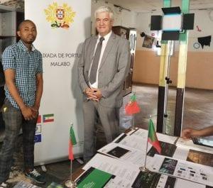 El Embajador de Portugal en Malabo dona una videoteca a la Asociación Cinematográfica de Guinea Ecuatorial (ACIGE)