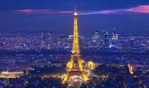 La torre Eiffel reabre sus puertas tras permanecer 8 meses cerrada por la pandemia