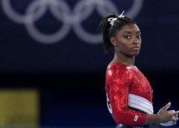 Simone Biles es baja para la final de concurso completo