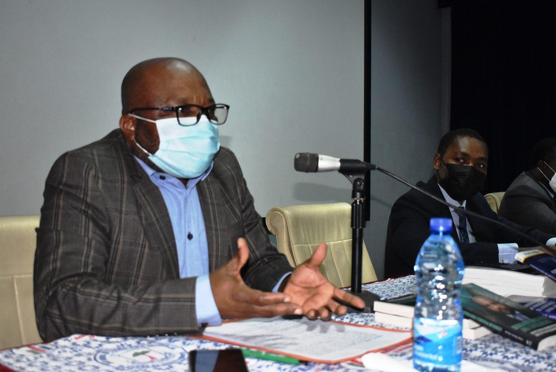 """José Awong Alene presenta el libro """"Construcción del Sistema Estadistico Africano"""""""
