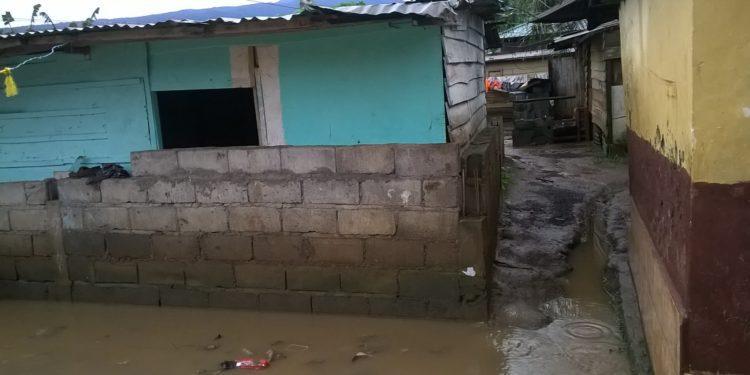 Al menos 20 viviendas inundadas por las lluvias en el barrio Timbabé de Malabo