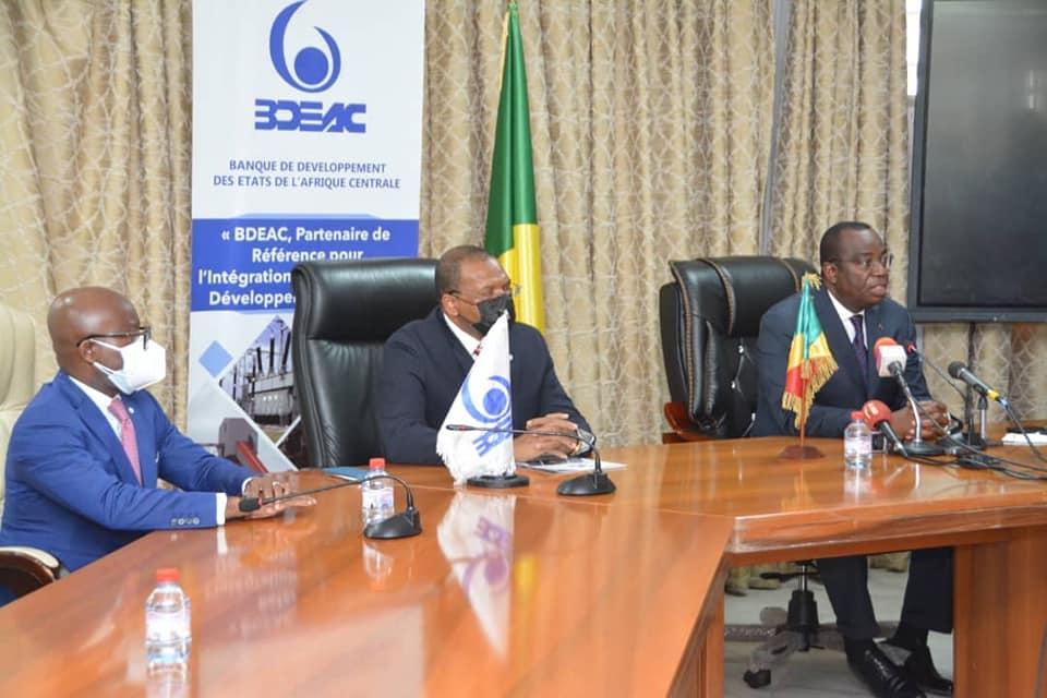 BDEAC y la República del Congo firman un acuerdo de financiación de 32.800 millones de Xfa para la construcción de la carretera Dolisie-Kibangou