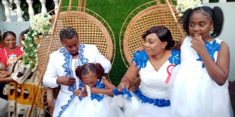 Rogelio Sergio Eyi (Nene) y Maria Teresa Obiang Mangue (Bonita) celebran su boda tradicional