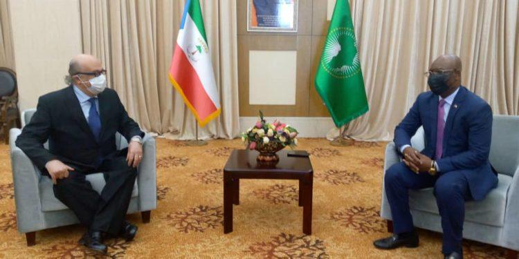 El embajador de Egipto se despide del ministerio de Exteriores tras finalizar su misión en el país