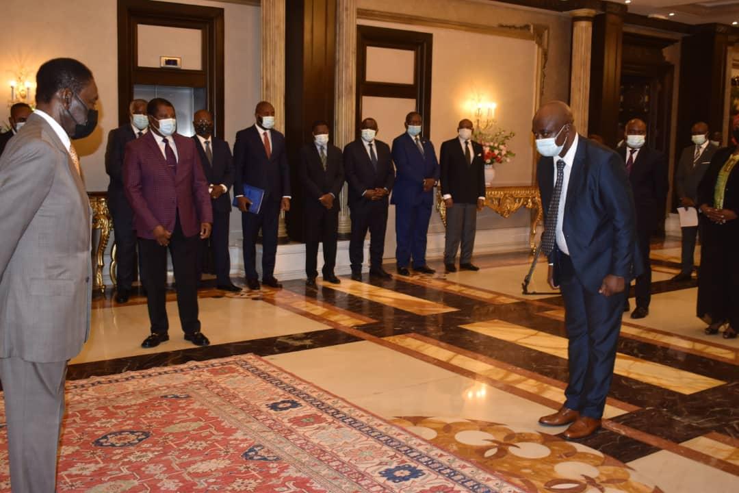 Obiang Nguema Mbasogo preside el acto de jura de cargos del personal del consejo de la república.