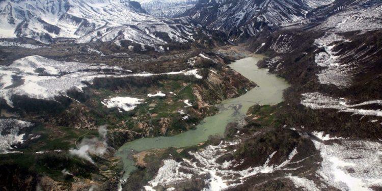 Ocho supervivientes en la caída de un helicóptero en un lago del Extremo Oriente ruso