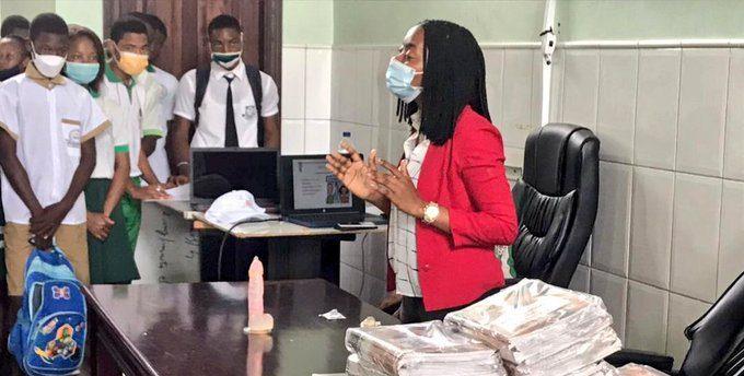 Sanidad promueve una charla de sensibilización a los estudiantes sobre enfermedades infectocontagiosas