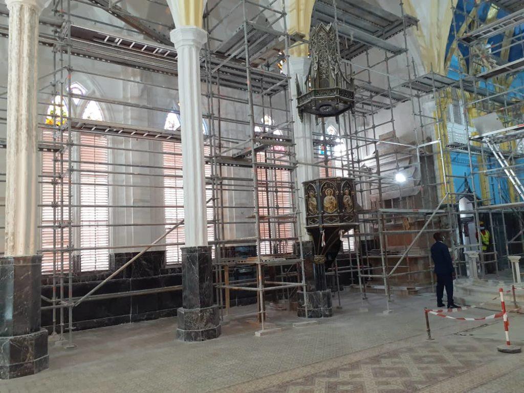 El Jefe de Estado visita las obras de rehabilitación de la catedral de Malabo