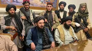 """Talibanes declaran """"completa independencia"""" de Afganistán"""