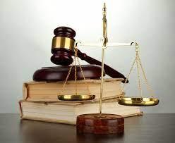 Pasan a disposición judicial varias personas acusadas de falsificación de documentos y robo