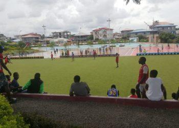 Los jóvenes de Malabo acceden de manera clandestina al parque de Alcaide