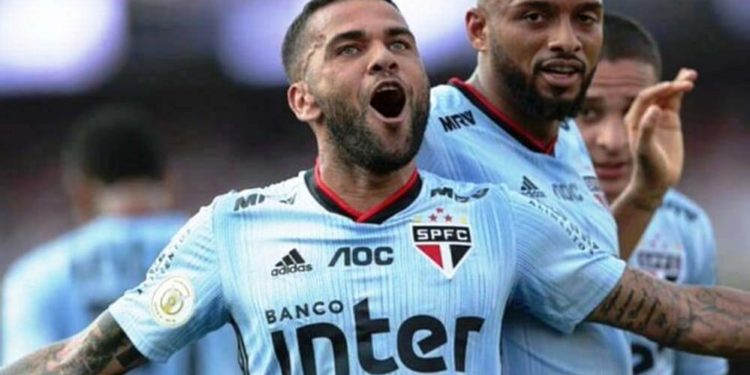 Dani Alves se queda sin equipo