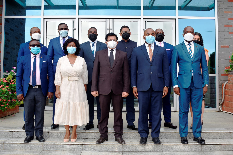 El embajador de la India visita la Agencia Nacional de Desarrollo de Guinea Ecuatorial